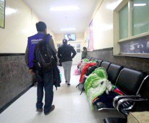 No hay convenio ni medicamentos, SUS atiende con carencias en La Paz